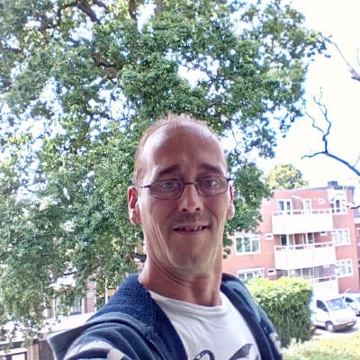 Frenk zoekt een Kamer / Studio / Huurwoning / Appartement in Haarlem